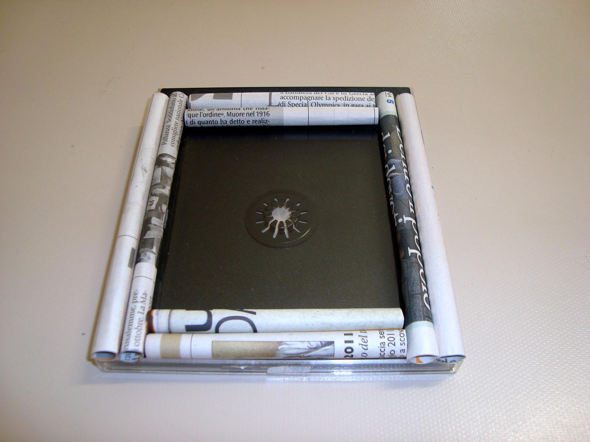 Riciclare un porta cd e ottenere una cornice bastaunclick - Giornale porta portese annunci regali ...