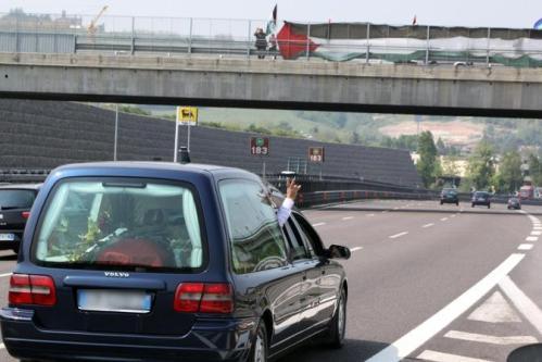 Carro funebre autostrada velox