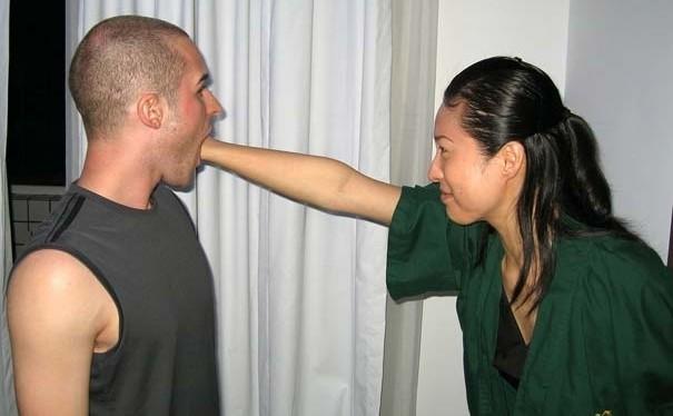 Smettila, o ti dò un pugno in bocca!!!