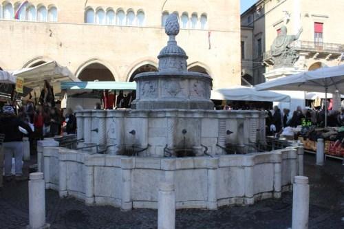 Piazza Cavour censura