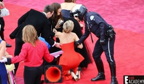 Jennifer Lawrence caduta