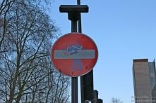 Un simpatico segnale stradale nei pressi del British Museum