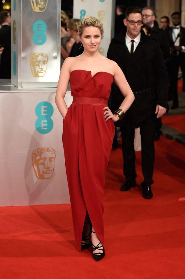 Dianne Agron, sempre in Lanvin, opta invece per il rosso. Scelta azzardata per un red carpet, ma decisamente d'effetto.