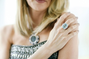 Laura Dern, collier e anello Bulgari