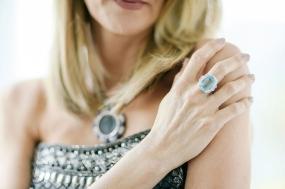 Laura Dern, collier e anello Bulgari