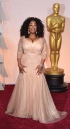 """Oprah Winfrey in Vera Wang. Fin troppo """"esplosiva"""" forse, ma mi piace molto! Colore e modello che segna il punto vita promossi a pieni voti."""